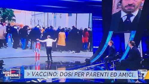 https://www.ragusanews.com//immagini_articoli/10-01-2021/vaccini-il-caso-scicli-a-non-e-l-arena-di-giletti-280.jpg