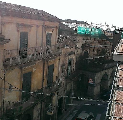 https://www.ragusanews.com//immagini_articoli/10-02-2015/palazzo-de-naro-papa-abbandonato-500.jpg