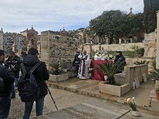 https://www.ragusanews.com//immagini_articoli/10-02-2018/celebrati-funerali-neonati-migranti-cimitero-scicli-240.jpg