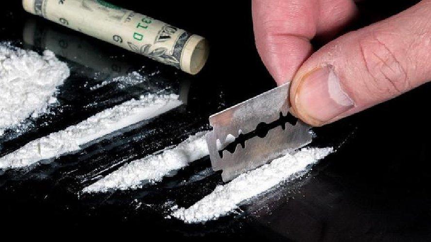 https://www.ragusanews.com//immagini_articoli/10-02-2018/cocaina-sedile-arrestato-albanese-posto-blocco-500.jpg