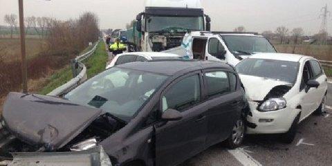 https://www.ragusanews.com//immagini_articoli/10-02-2018/modica-picchio-uomo-durante-incidente-catena-denunciato-albanese-240.jpg