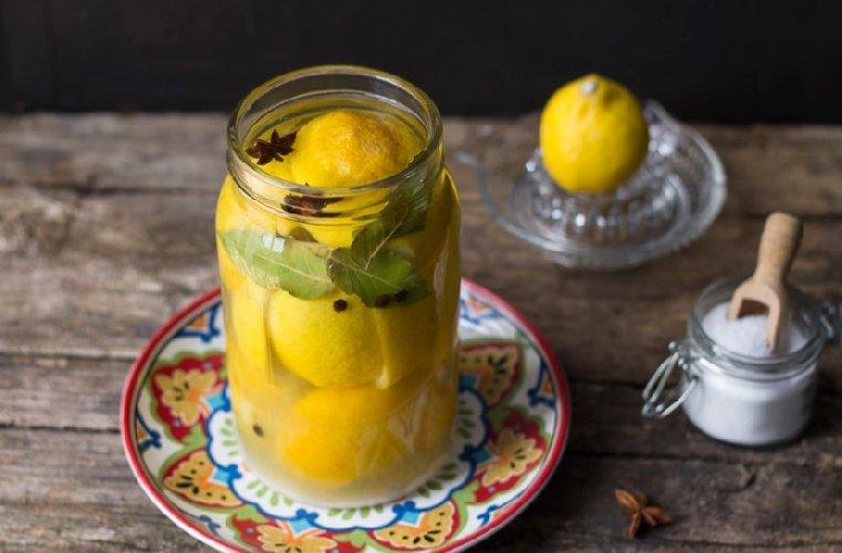 https://www.ragusanews.com//immagini_articoli/10-02-2019/marocco-limoni-salamoia-500.jpg