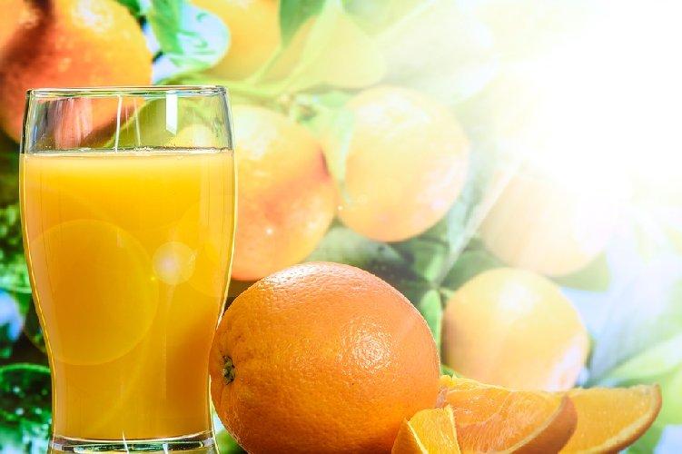 https://www.ragusanews.com//immagini_articoli/10-02-2020/dieta-juice-cleanse-dimagrimento-rapido-fa-impazzire-le-star-di-hollywood-500.jpg