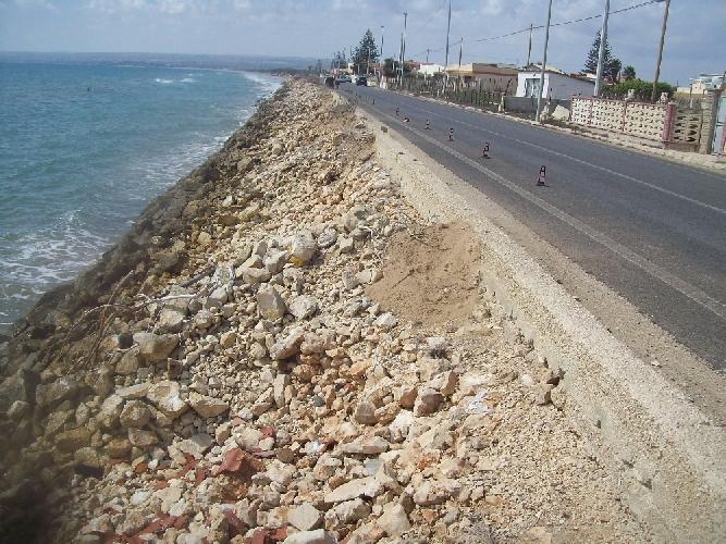 http://www.ragusanews.com//immagini_articoli/10-03-2014/erosione-costiera-a-ispica-parla-legambiente-500.jpg