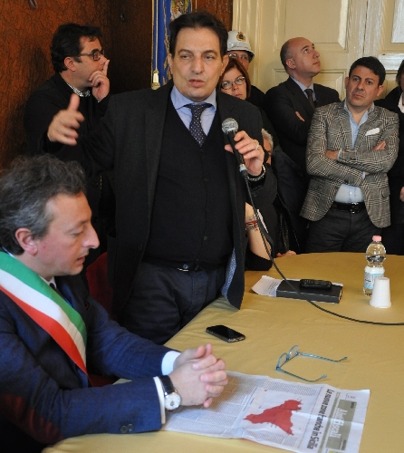 http://www.ragusanews.com//immagini_articoli/10-03-2014/rosario-crocetta-il-vittoriese-500.jpg