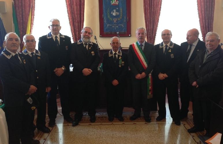 http://www.ragusanews.com//immagini_articoli/10-03-2014/rosario-susino-cavaliere-della-repubblica-500.jpg
