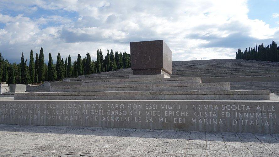 https://www.ragusanews.com//immagini_articoli/10-03-2018/ragusa-avra-sacrario-militare-500.jpg