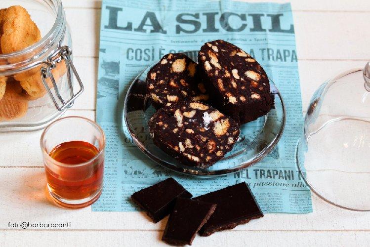 https://www.ragusanews.com//immagini_articoli/10-03-2019/1552218525-salame-cioccolato-versione-siciliana-1-500.jpg