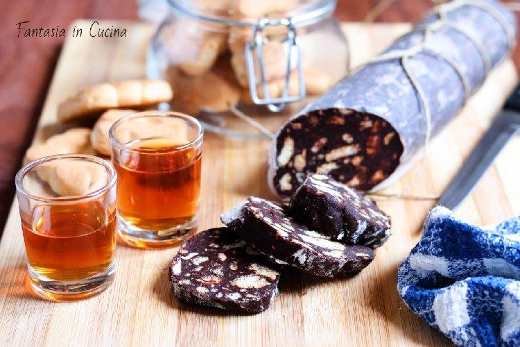 https://www.ragusanews.com//immagini_articoli/10-03-2019/salame-cioccolato-versione-siciliana-500.jpg