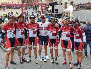 https://www.ragusanews.com//immagini_articoli/10-03-2019/team-sparkle-granfondo-strade-bianche-240.jpg