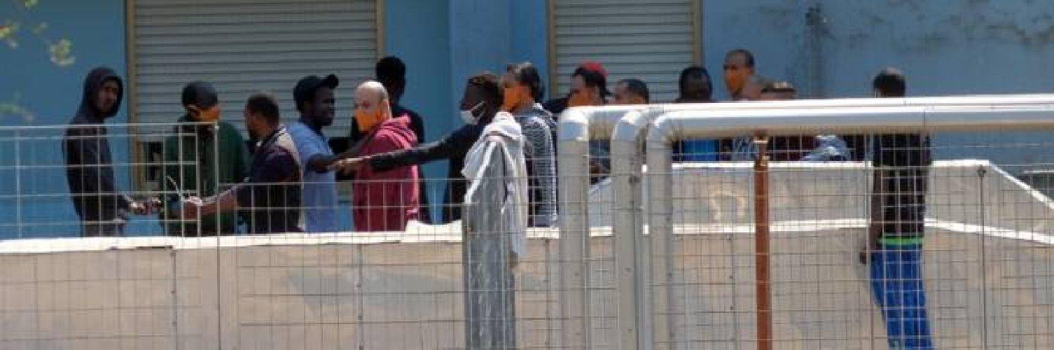 https://www.ragusanews.com//immagini_articoli/10-03-2021/ripresi-gli-altri-due-migranti-positivi-al-covid-fuggiti-dall-hotspot-500.jpg