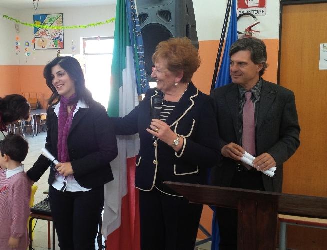 http://www.ragusanews.com//immagini_articoli/10-04-2014/inaugurata-la-biblioteca-della-scuola-buozzi-500.jpg