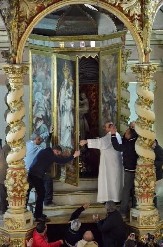 https://www.ragusanews.com//immagini_articoli/10-04-2015/la-svelata-della-madonna-a-gulfi-500.jpg