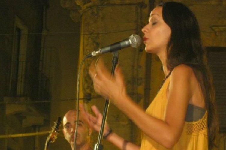 https://www.ragusanews.com//immagini_articoli/10-04-2018/comiso-concerto-silvia-puglisi-rosario-moschitta-500.jpg