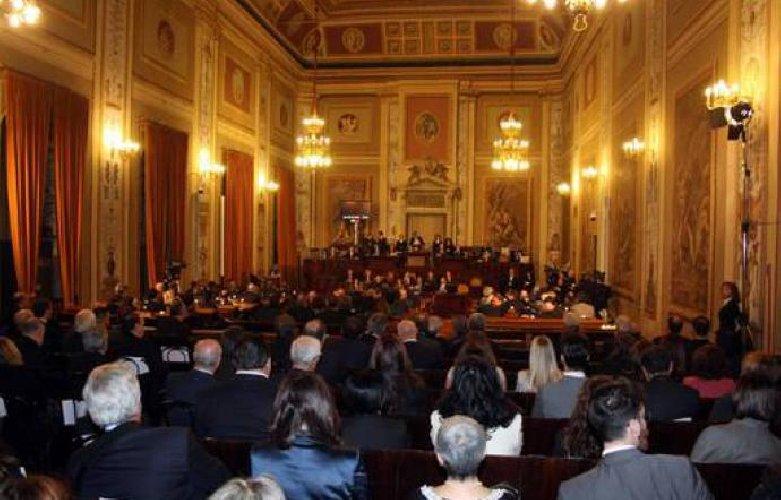 https://www.ragusanews.com//immagini_articoli/10-04-2018/dichiarazioni-redditi-deputati-regionali-siciliani-500.jpg