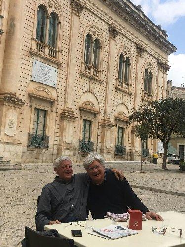 https://www.ragusanews.com//immagini_articoli/10-04-2018/valerio-bianchini-scicli-mostra-carlo-nardelli-500.jpg