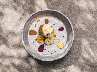 https://www.ragusanews.com//immagini_articoli/10-04-2019/1554894681-se-la-colomba-pasquale-incontra-il-gelato-1-240.jpg