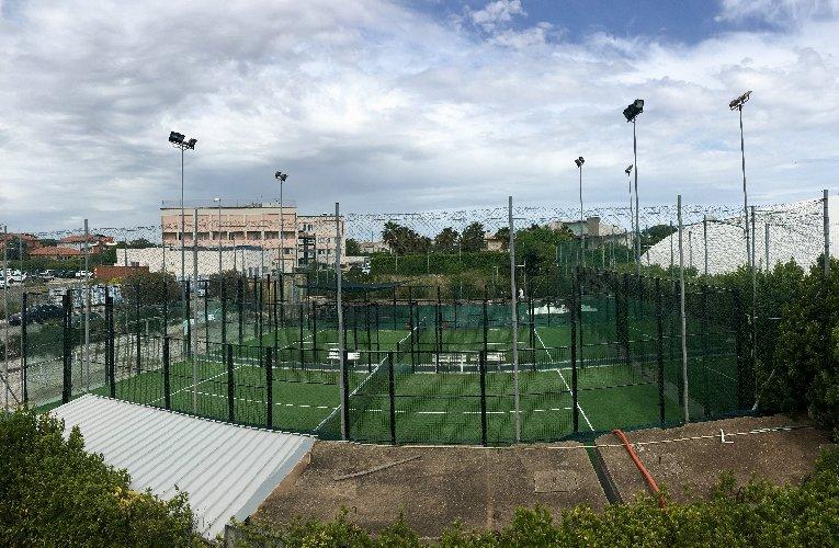 https://www.ragusanews.com//immagini_articoli/10-04-2019/sembra-tennis-ma-non-e-tennis-e-il-padel-a-ragusa-500.jpg