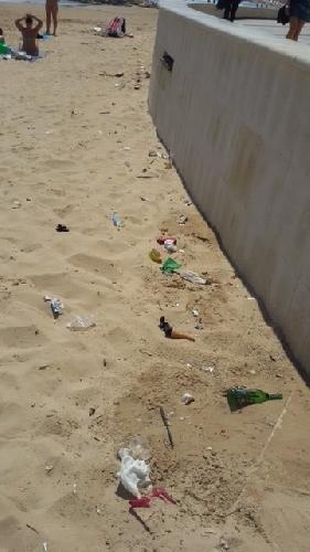 https://www.ragusanews.com//immagini_articoli/10-05-2015/la-spiaggia-di-marina-di-ragusa-e--sporca-500.jpg