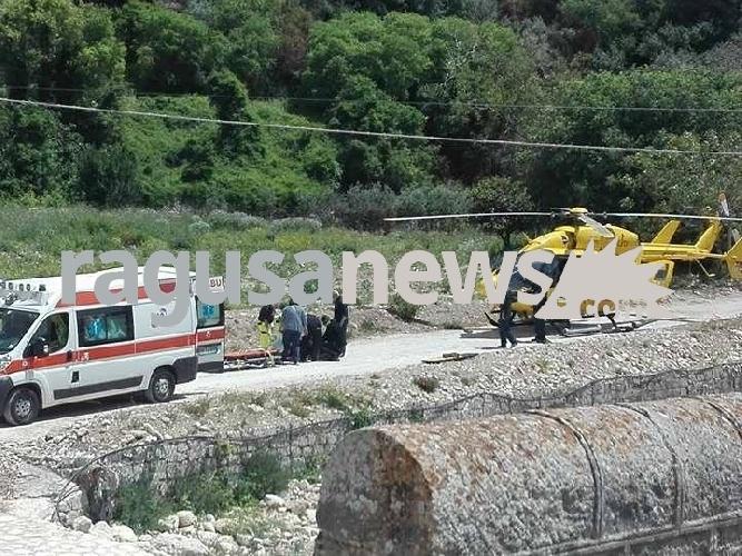 http://www.ragusanews.com//immagini_articoli/10-05-2017/donna-precipita-elisoccorso-ponte-guerrieri-500.jpg