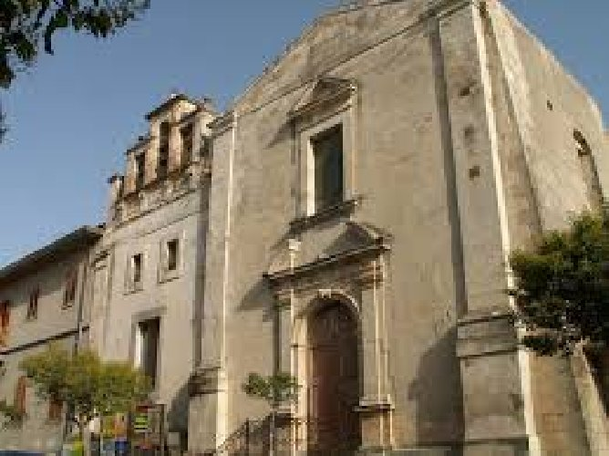 https://www.ragusanews.com//immagini_articoli/10-05-2018/chiaramonte-inaugura-chiesa-santa-teresa-500.jpg