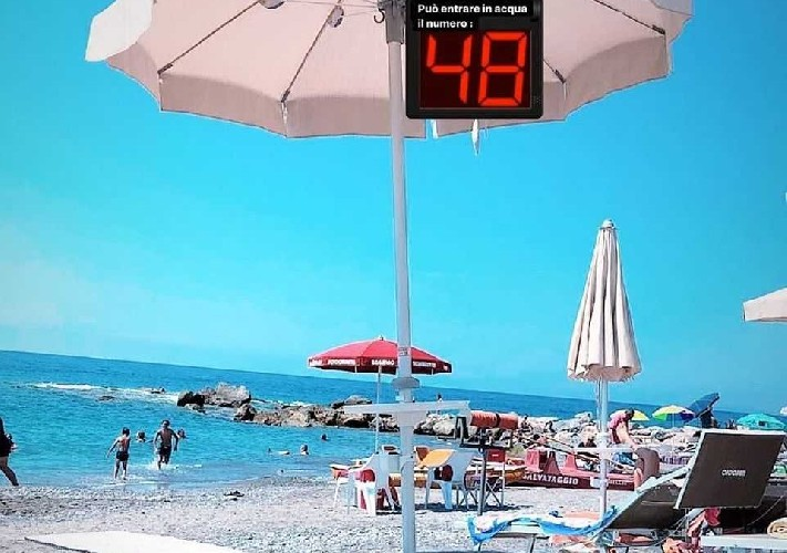 https://www.ragusanews.com//immagini_articoli/10-05-2020/in-spiaggia-in-ordine-alfabetico-accade-a-modica-in-sicilia-500.jpg