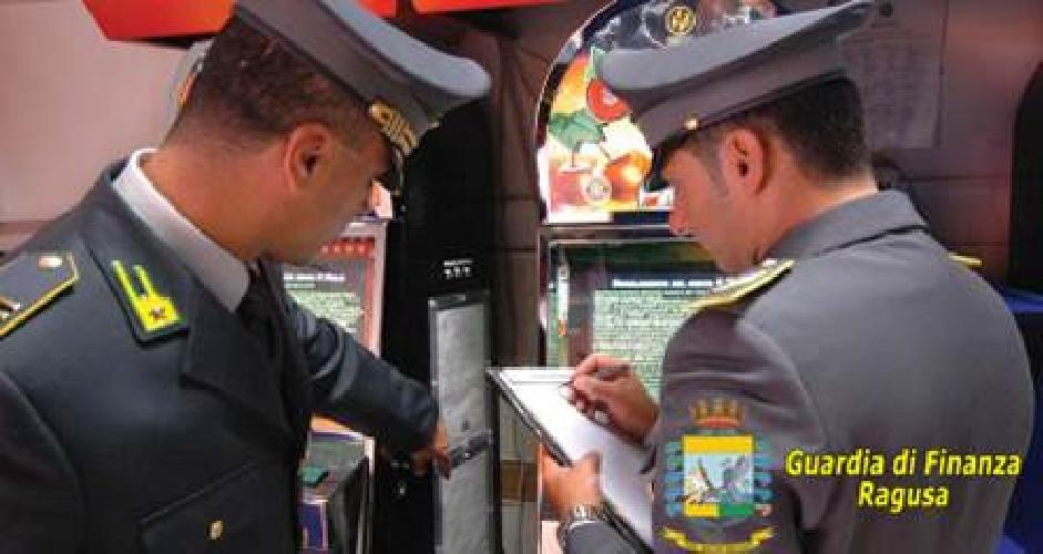 http://www.ragusanews.com//immagini_articoli/10-06-2016/scicli-sequestrate-4-slot-machine-abusive-500.jpg