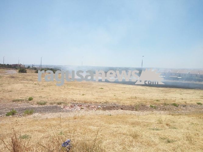 http://www.ragusanews.com//immagini_articoli/10-06-2017/ennesimo-atto-incendiario-villaggio-gulfi-500.jpg