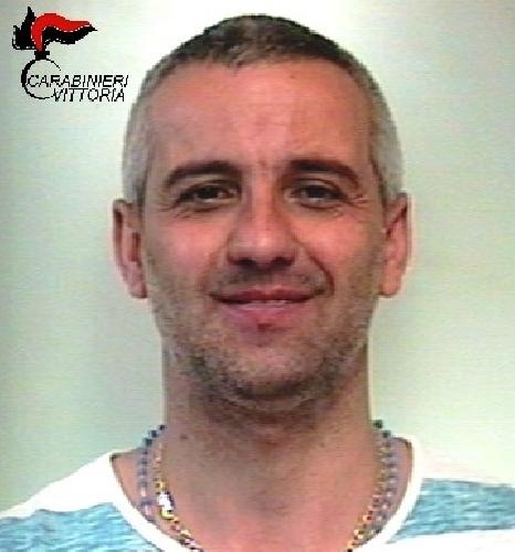 http://www.ragusanews.com//immagini_articoli/10-06-2017/evade-domiciliari-arrestato-giovanni-bertino-500.jpg