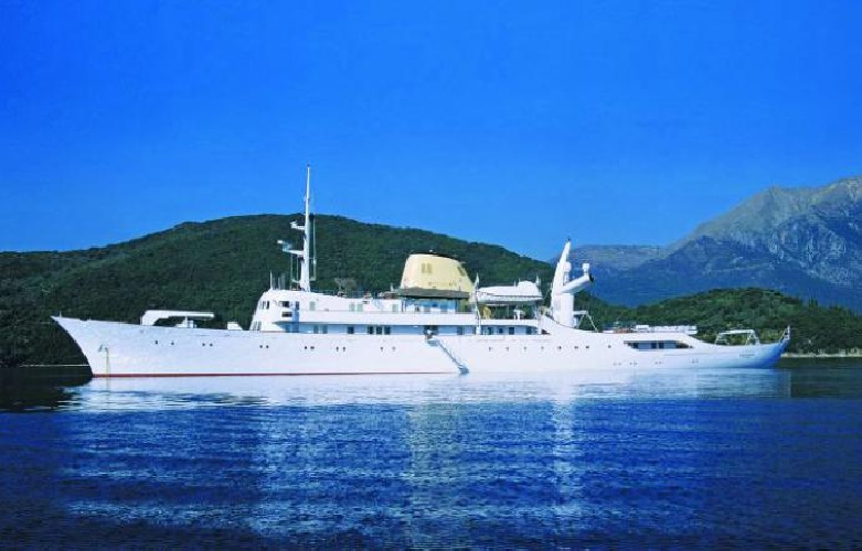 https://www.ragusanews.com//immagini_articoli/10-06-2017/lipari-yacht-onassis-rubinetti-doro-foto-500.jpg