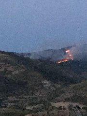 https://www.ragusanews.com//immagini_articoli/10-06-2018/1528700141-incendio-monterosso-almo-1-240.jpg