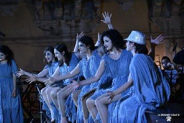 https://www.ragusanews.com//immagini_articoli/10-06-2019/1560186564-il-premio-oscar-nicola-piovani-ieri-sera-a-ragusa-2-240.jpg