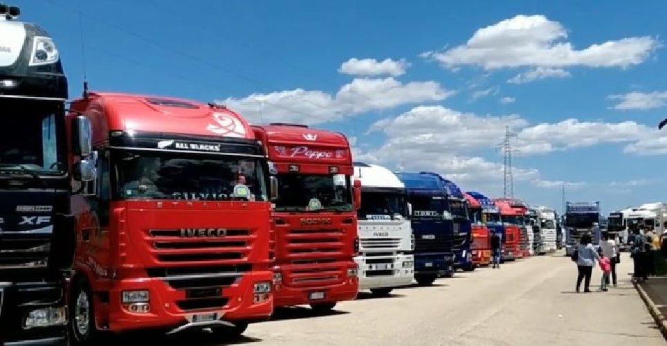 https://www.ragusanews.com//immagini_articoli/10-06-2019/camion-folla-a-rosolini-sequestrato-il-mezzo-pesante-500.jpg