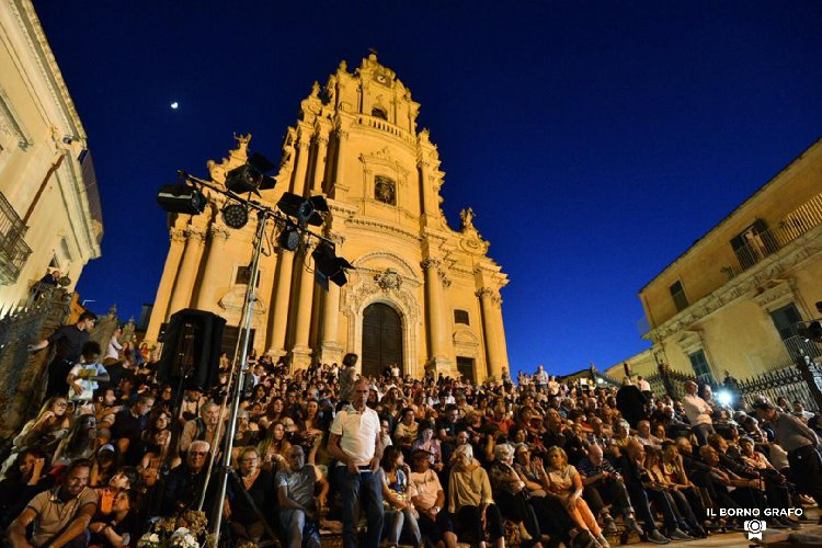 https://www.ragusanews.com//immagini_articoli/10-06-2019/il-premio-oscar-nicola-piovani-ieri-sera-a-ragusa-500.jpg