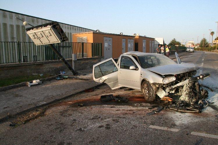 https://www.ragusanews.com//immagini_articoli/10-06-2019/incidente-ragusa-mare-muore-una-38enne-500.jpg