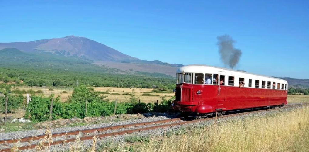 https://www.ragusanews.com//immagini_articoli/10-06-2019/treno-storico-da-palermo-per-erice-tonnara-bonagia-e-favignana-500.png