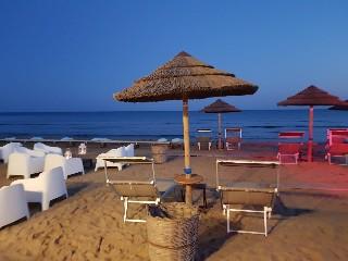 https://www.ragusanews.com//immagini_articoli/10-06-2020/1591797620-porto-ulisse-beach-riapre-in-bellezza-1-240.jpg