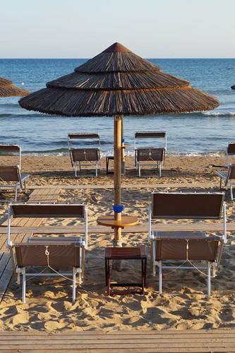 https://www.ragusanews.com//immagini_articoli/10-06-2020/1591797621-porto-ulisse-beach-riapre-in-bellezza-3-500.jpg