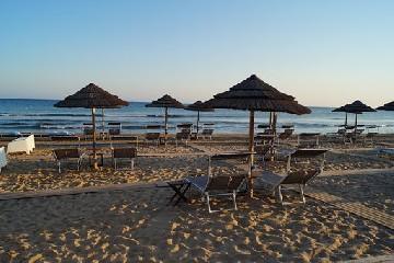 https://www.ragusanews.com//immagini_articoli/10-06-2020/1591797621-porto-ulisse-beach-riapre-in-bellezza-4-240.jpg