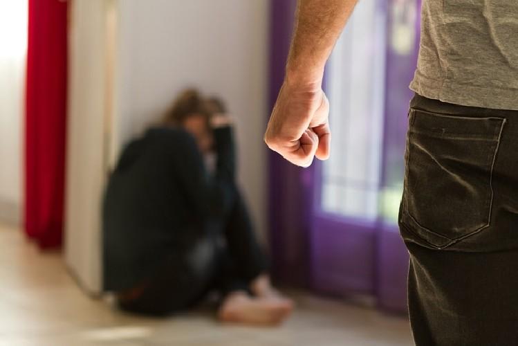 https://www.ragusanews.com//immagini_articoli/10-06-2020/ragusa-padre-e-marito-violento-500.jpg