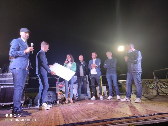 https://www.ragusanews.com//immagini_articoli/10-06-2021/1623398592-i-ciclisti-iblei-celebrano-damiano-caruso-nella-sua-ragusa-3-500.jpg
