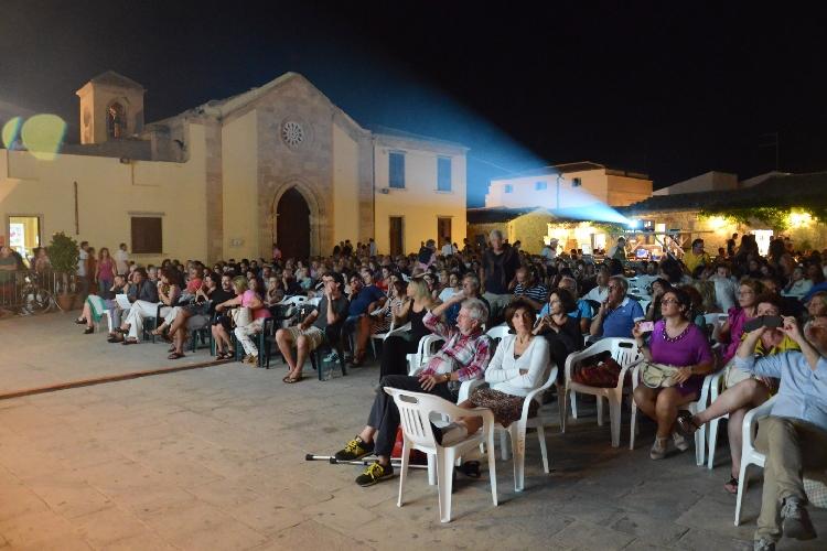 http://www.ragusanews.com//immagini_articoli/10-07-2014/al-via-il-festival-cinema-di-frontiera-500.jpg