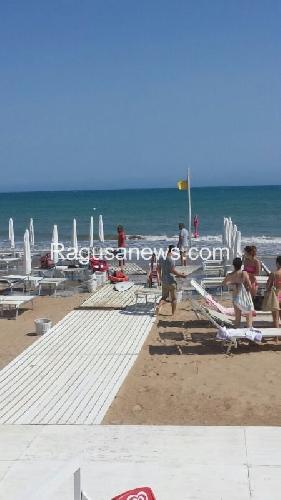 http://www.ragusanews.com//immagini_articoli/10-07-2014/il-vento-e-il-mare-si-mangiano-le-spiagge-500.jpg