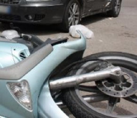http://www.ragusanews.com//immagini_articoli/10-07-2016/auto-contro-moto-ferito-giovane-maltese-a-sampieri-500.jpg