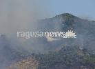 https://www.ragusanews.com//immagini_articoli/10-07-2017/incendio-minaccia-case-messina-foto-ragusanews-100.jpg
