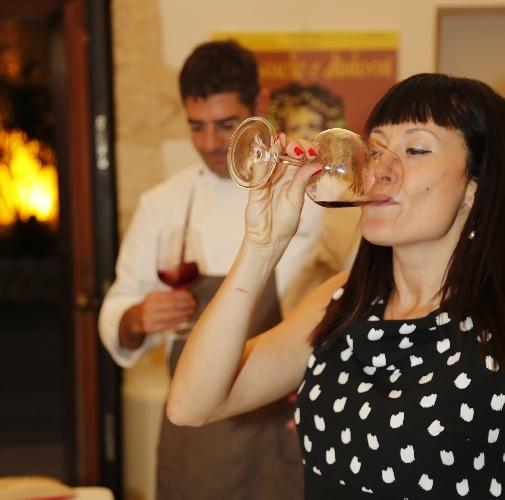 https://www.ragusanews.com//immagini_articoli/10-07-2017/serata-scoperta-vini-bianchi-500.jpg