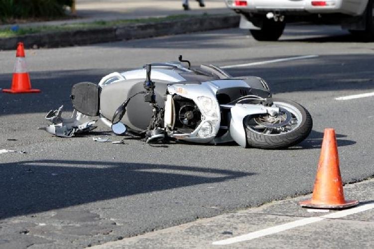 https://www.ragusanews.com//immagini_articoli/10-07-2017/ubriaco-guida-provoca-incidente-moto-feriti-500.jpg