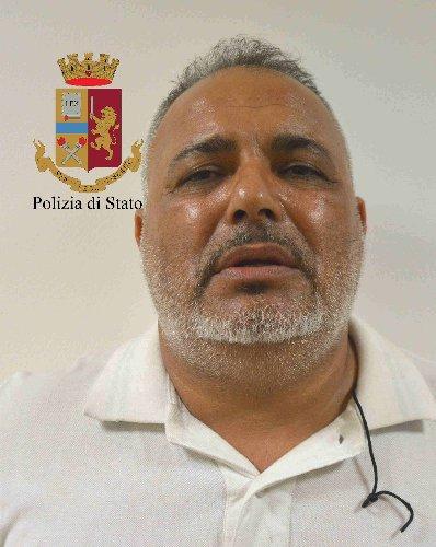https://www.ragusanews.com//immagini_articoli/10-07-2018/chiaramonte-hashish-auto-arrestato-albanese-500.jpg