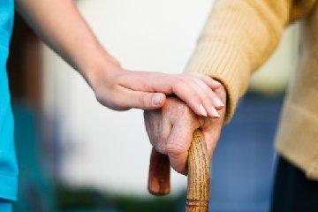 https://www.ragusanews.com//immagini_articoli/10-07-2018/diaconia-valdese-dismette-assistenza-anziani-occuparsi-migranti-240.jpg