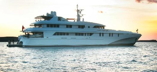 https://www.ragusanews.com//immagini_articoli/10-07-2019/1562746357-yacht-e-arrivato-il-white-rabbit-lungo-86-metri-1-240.png